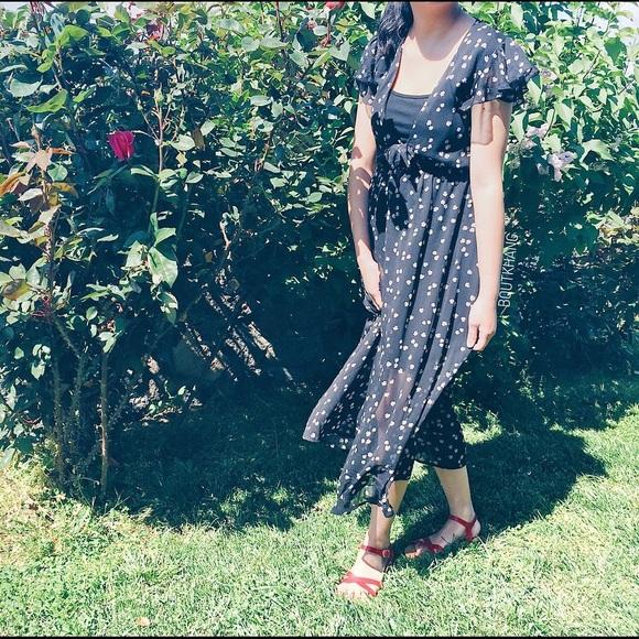 Dresses & Skirts - Floral Front Tie Dress